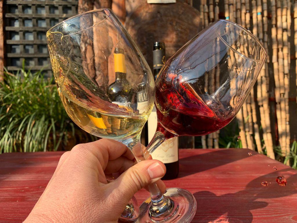 Due calici di vino vespaiolo e tai rosso